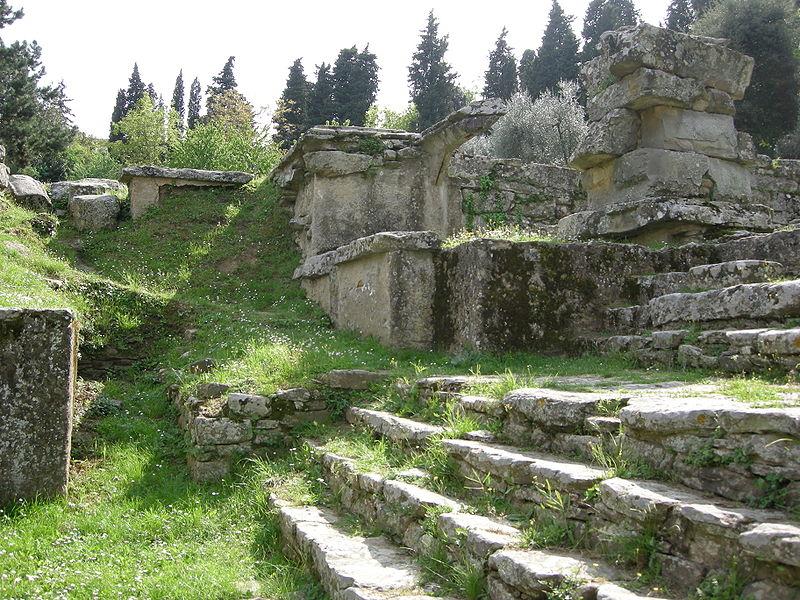 800px-Fiesole%2C_area_archeologica%2C_templi_04.JPG